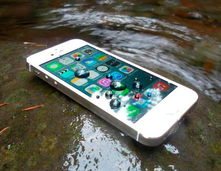 попала вода в айфон пишут наушники детальнее функциях